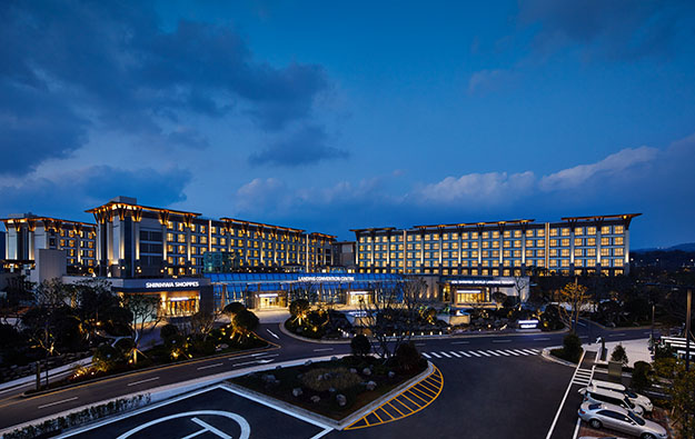 Landing Intl says 1H loss down 5pct, halts resort expansion